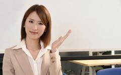 ビジネススーツの女性