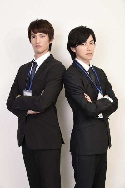ビジネススーツ男性4