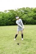 ゴルフをする女性5