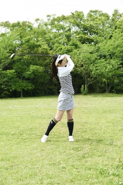ゴルフをする女性6