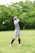 ゴルフをする女性8